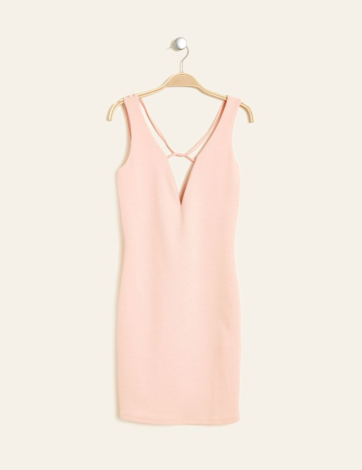 robe décolleté plongeant rose clair - http://www.jennyfer.com/fr-fr/vetements/robes/robe-decollete-plongeant-rose-clair-10011164083.html