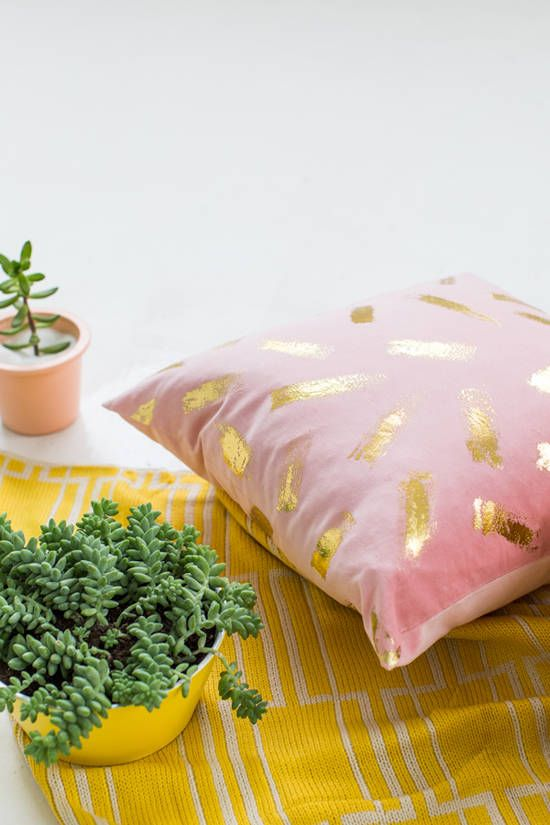 gold foil pillow-043
