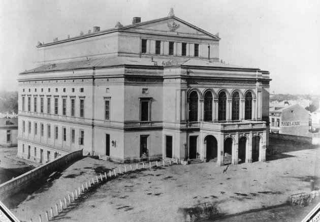 Teatrul Național (distrus în al Doilea Război Mondial, aflat pe strada Podul Mogoșoaiei, în ziua de azi purtând numele de Calea Victoriei), 1856. Pe acest loc se află acum Hotel Novotel.