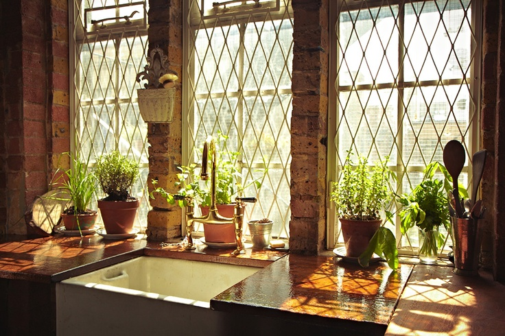 The Shoe Factory | Air Spaces: Plants Can, Kitchens Window, Kitchens Herbs Gardens, Rustic Kitchens, Cool Sinks, Farms Sinks, Country Kitchens, Farmhouse Sinks, Kitchens Sinks