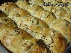 Receita de Pão de alho com azeite, azeitonas e gorgonzola - Tudo Gostoso