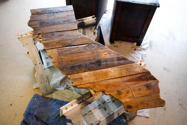 How to: Make a DIY Rustic State Map Wall Art from a Broken Pallet