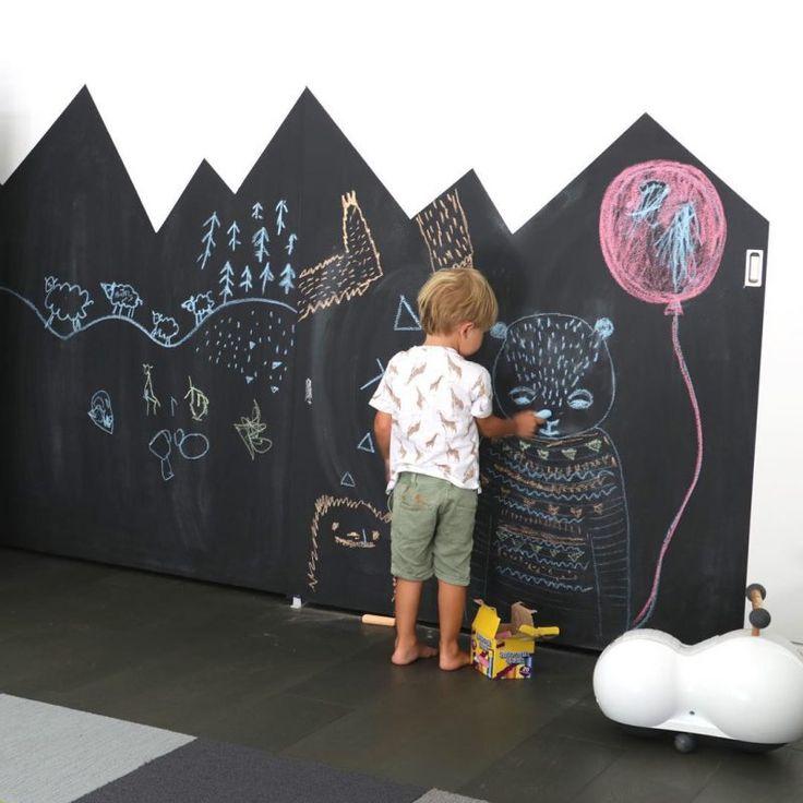 Fun ways to create a chalkboard wall in a kids room http://petitandsmall.com/fun-ways-create-chalkboard-wall/