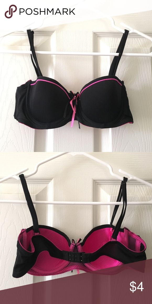 Black/Pink Bra Structured bra for petite women! Barely worn and has been in my closet for a while because I prefer sports bras now. Straps are detachable. Intimates & Sleepwear Bras