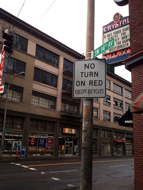 no turn on red, except bicycles! #portlandCycling Life