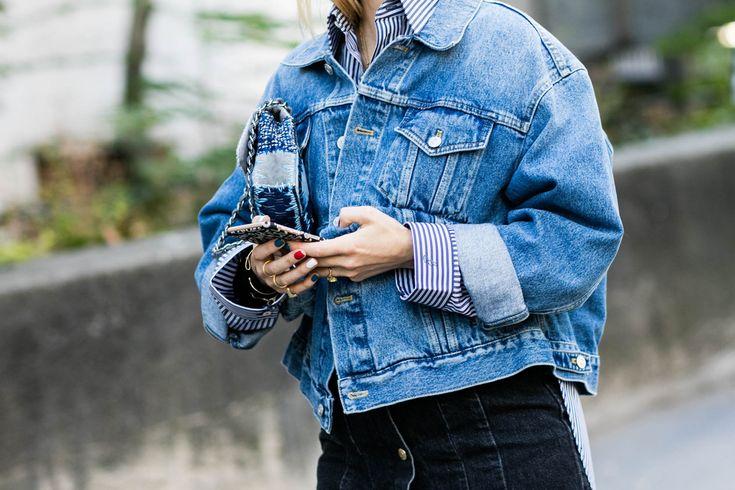 Street style à la Fashion Week printemps-été 2017 de Paris, veste en jean, manucure bleu blanc rouge