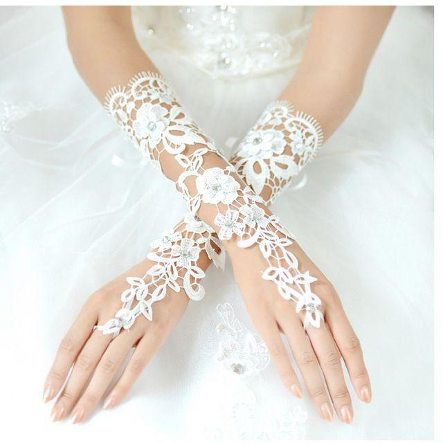Fashionable Elegant The Bride Wedding Dress Gloves Luxury Diamond Cutout Lace White Fingerless