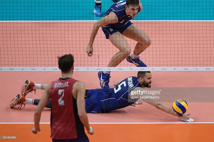 Italy's Osmany Juantorena dives to save the ball during the men's semi-final volleyball match between Italy and USA at Maracanazinho Stadium in Rio de Janeiro on August 19, 2016, at the Rio 2016 Olympic Games. / AFP / Juan Mabromata