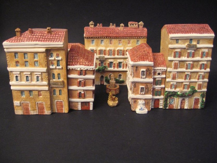 Miniature casette Palazzi di Roma Mini terre. Unendo più pezzi si possono formare composizioni similmente alle le strette vie del centro di Roma.