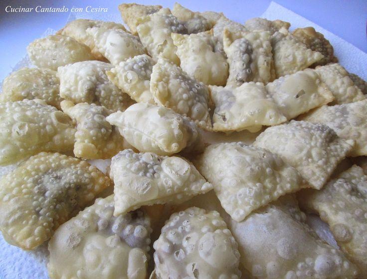 Dolce tipico natalizio del teramano,con un gustosissimo ripieno di castagne,cannella,mandorle tostate,cioccolato fondente e liquore creola. Anche questo de
