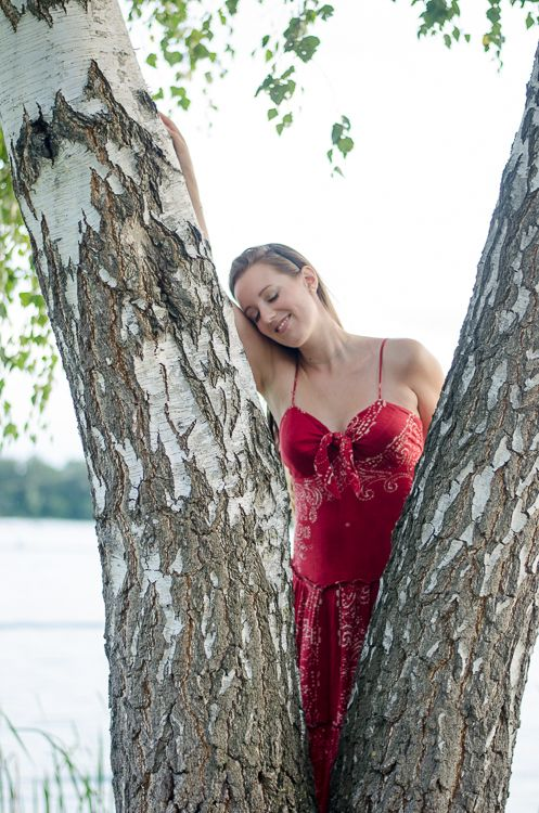 © Luisa Possi Portrait, Woman, Girl, Dress, Red, Nature, Natur, Frau, Foto-Shooting, Fashion, Tree, Lake, See, Baum, Mädchen, Kleid, Rot