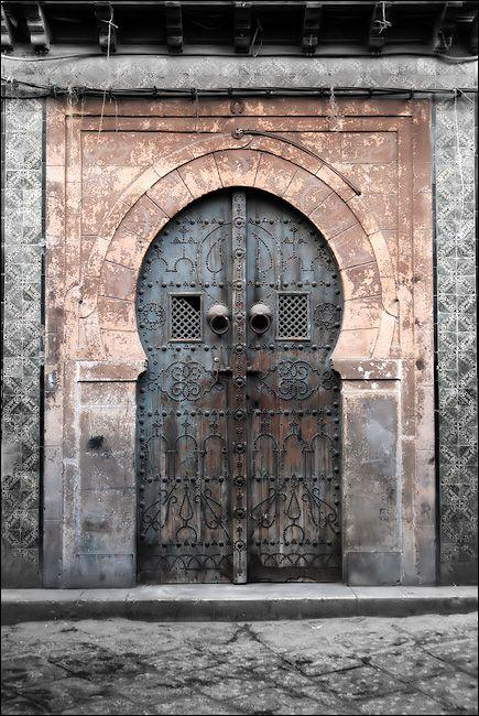 Vieille porte au coeur de la Médina de Tunis