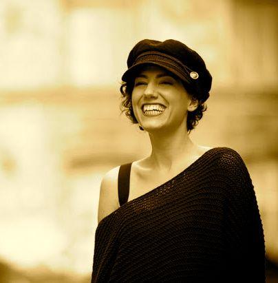 """Claudia Sideri: Un saluto """"Viel Spaß!"""" http://ornitorinko.com/2014/06/22/claudia-ho-lasciato-litalia-perche-troppo-occupata-a-guardarsi-allo-specchio-piuttosto-che-preoccuparsi-del-mio-futuro/"""