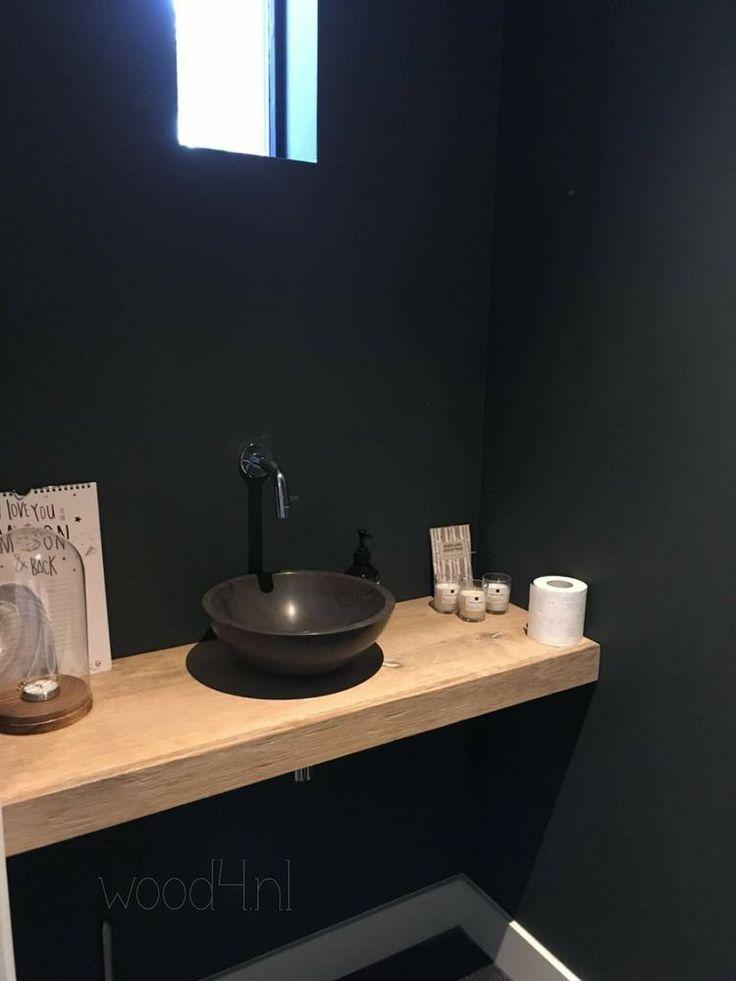 De eenvoud van geborsteld eikenhout is toch super gaaf! Erg mooi voor in de badkamer of toiletruimte. #badkamermeubel #badkamer #bathroom #toiletroom #fonteintje #eiken #luxery #stylish
