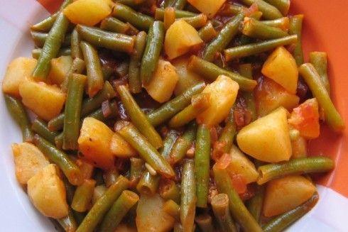 Vielen Dank an Tiervreundin für das leckere Rezept! Zutaten: 500 g Bohnen, grün, TK 5 m.-große Kartoffel(n) 1 große Gemüsezwiebel(n) 3 Knoblauchzehe(n) 3 EL Tomatenmark 4 EL Olivenöl 450 ml Gemüsebrühe Salz und Pfeffer Harissa Zubereitung: Zunächst die Kartoffeln in der Schale gar kochen, abpellen und würfeln. Die Zwiebel und den Knoblauch würfeln und sodann... Weiterlesen