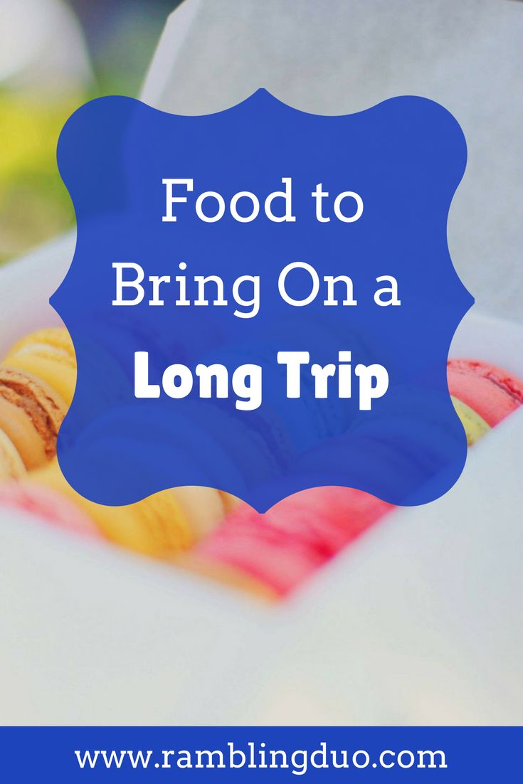 We love to eat, but don't want to spend time stopping while on a long trip. Here are some of our favorite snacks for road trips or travel days. Save this to your travel board!