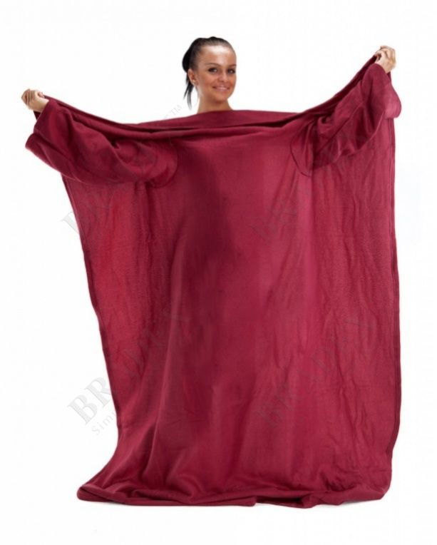 Одеяло с рукавами «УЮТНАЯ ЗИМА НЬЮ» АРТИКУЛ: TD 0333 «Культ» одеял с рукавами захватил большинство стран мира. Вы могли видеть подобные приспособления в западных фильмах и сериалах, а теперь у Вас появилась возможность самому испытать на себе это уникальную вещь. С одеялом «УЮТНАЯ ЗИМА» холодное и зябкое время года превратится для Вас во время, полное уюта и согревающего тепла. Часто зимой хочется уютно устроиться на диване с книгой или ноутбуком и не вылезать целый вечер, но приходится…