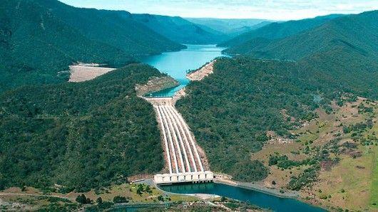 Talbingo Dam artificially flooded the Snowy River ('Tumut 3′ Power Station below)