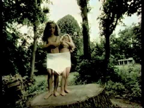 """Publicité pour les vêtements """"Petit Bâteau"""". Année 1996. FRANCE"""