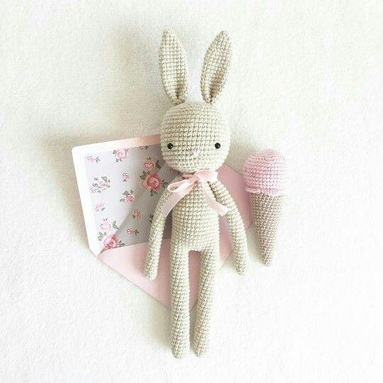 Miiniimiinoo crochet bunny