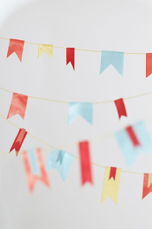 How to Make Ribbon Bunting: Ribbons Handmade, Gifts Handmade, Garlands Banners, Banners Garlands, Diy Gifts, Handmade Gifts, Ribbons Banners, Ribbons Buntings, Ribbons Garlands