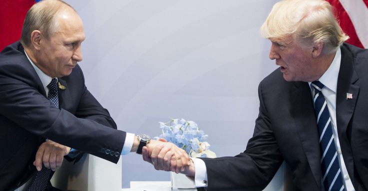 Au premier jour du sommet du G20 à Hambourg, Vladimir Poutine et Donald Trump s'étaient entretenus sous les flashs des appareils photo pendant près de deux heures. Après cet entretien officiel, Trump a dit avoir interrogé Poutine sur l'affaire des ingérences dans la campagne présidentielle américaine, et avoir obtenu un démenti du président russe.