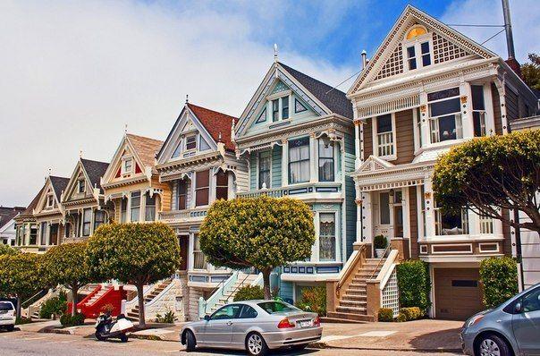 Улица Штайнер в Сан-Франциско с викторианскими домами Painted Ladies