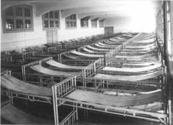 Argentina. Hotel de los Inmigrantes, dormitorio de mujeres, 1912. Hoy Museo de la Inmigración.