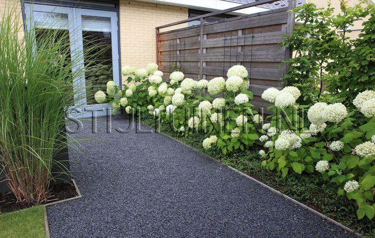 Onderhoudsvriendelijke tuin aan het water nieuwbouw-tuin tuinontwerp tuinarchitectTuinontwerp en tuindesign STIJLTUINEN   Exclusieve, luxe en moderne tuinen