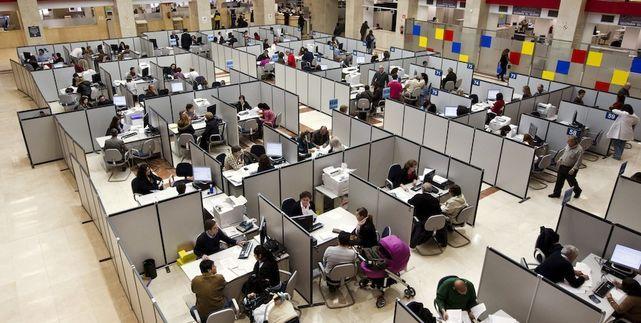 La oferta de empleo público del Gobierno esconde la conversión de 2.200 interinos en fijos