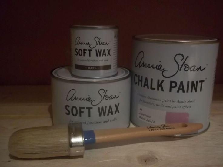 Annie Sloan pakket 2 Henrietta bestaat uit één liter Henrietta één Clear (Soft) Wax 500 ml en ''eén Dark wax van 120 ml en een kwast nummer 8 van Annie Sloan.