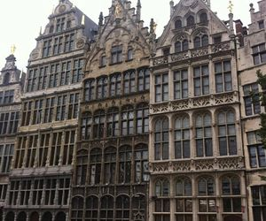 Foto gemaakt door: Julia Nobel, Antwerpen juli 2015. Gildehuizen aan de Grote Markt in Antwerpen, Renaissance met gotische elementen.