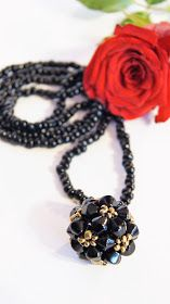 RoszaArt ball necklace beads