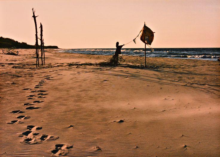 "Yury Ermolenko, ""AROUND & AROUND"" (Land art project ""Baltic - Hel""), 2003, Hel Peninsula, Baltic Sea, Poland #YuryErmolenko #юрийермоленко #ЮрийЕрмоленко #yuryermolenko #юрiйєрмоленко #ЮрiйЄрмоленко #юрийермоленкохудожник #landart #balticsea #sea #sky #amazing #RapanStudio #photo #photography #metaphysics #metaphysical #philosophy #installation #лэндарт #инсталляция #art #contemporaryart #modernart #magic #texture #лэндарт #poland #hel #helpeninsula #artproject #искусство #creative"
