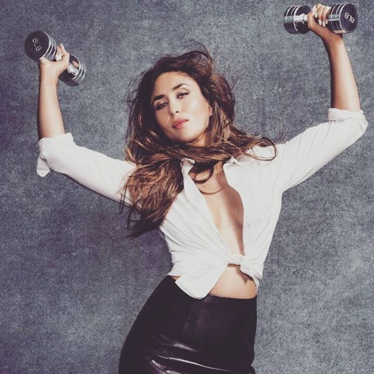 Kareena Kapoor Instagram Pictures on Lapercygo I loved them Here she is holding a set of dumb bells looking sexy and hot af