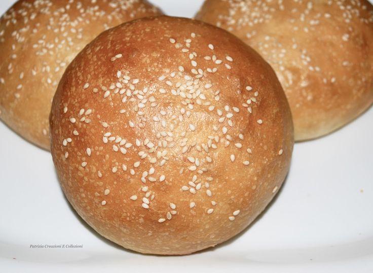 """Ottimi e morbidi panini adatti ad essere farciti proprio come nei """"migliori"""" fast food.           Gr. 500 farina tipo 1   Gr.  90 lievito m..."""
