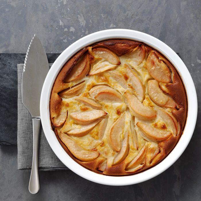 Dieses wohlschmeckende, schlichte Birnen Flognarde-Dessert, bei dem die Butter das Beste aus der Birne macht, passt perfekt zu jedem Herbst-Menü.