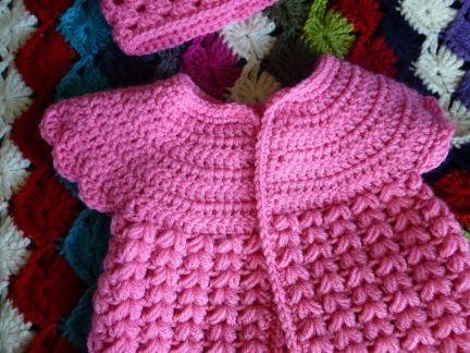 D it kee r heb ik een leuk H aakpatroon   gevonden van een  G ehaakt Baby Jurkje     http://kawaiiblythe.wordpress.com/2012/08/14/free-c...