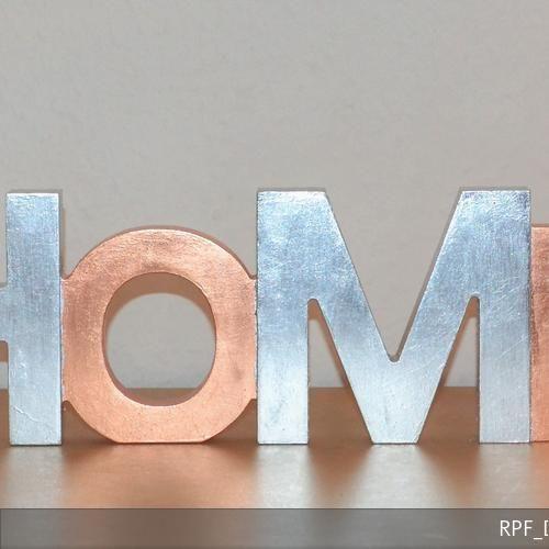 """Dekorativer Schriftzug """"Home"""", aus Holz, in Handarbeit mit Blattkupfer und Blattsilberimitat (Blattaluminium) belegt.  https://www.amazon.de/dp/B01N9WJRN9 https://de.dawanda.com/product/111003987-schriftzug-veredelt-m-blattkupferblattaluminium #home #handmade #handmadeatamazon #dawanda #silber #versilbert #kupfer #schrift #schriftzug #deko dekoration #dekoschrift #dekoschriftzug #buchstaben #dekobuchstaben #tischdeko #tischdekoration #wanddeko #wanddekoration #unikat"""