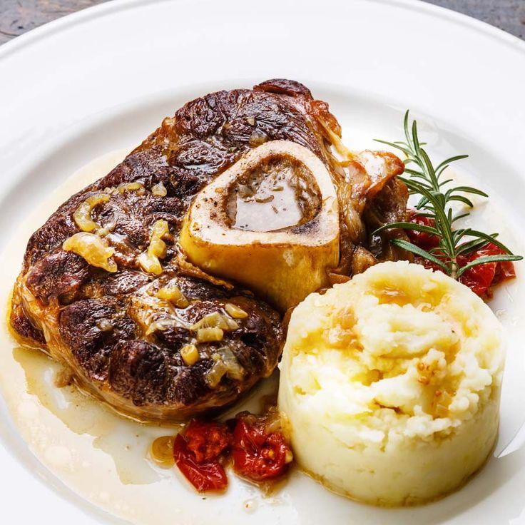 Osso buco mit aromatischem Parmesan Karoffelpüree.  http://einfach-schnell-gesund-kochen.de/osso-buco-mit-kraeuter-parmesan-kartoffelpueree/