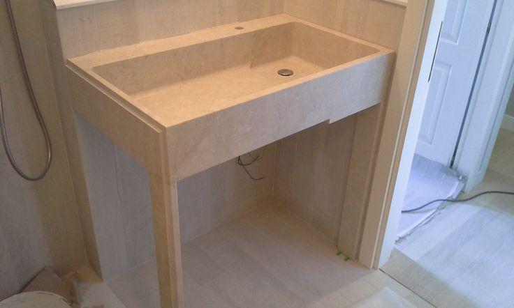 Lavabo  ad uso anche lavatoio ( con spazio inferiore per Lavatrice ) reliazzato dal massello  di Pietra Botticino - / - Realizzazione Blancomarmo.it / design by LauroGhedini.com