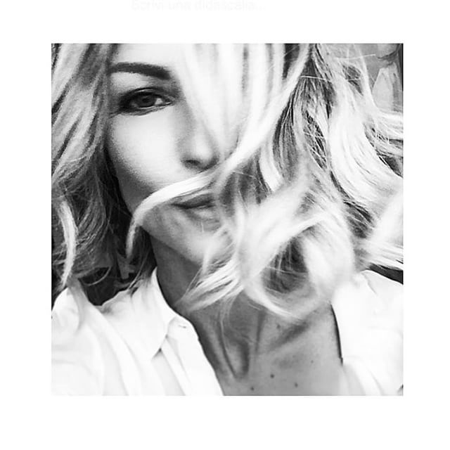 #RobertaRuiu Roberta Ruiu: Did I say blonde?!? — #backtomilan #onset #backstage #blonde #hairstyle #mood #girly #fashionable #bw #portrait #selfie #hair #curls #maxlovecchio #blackandwhite #happy #goodmood #tuesday #love