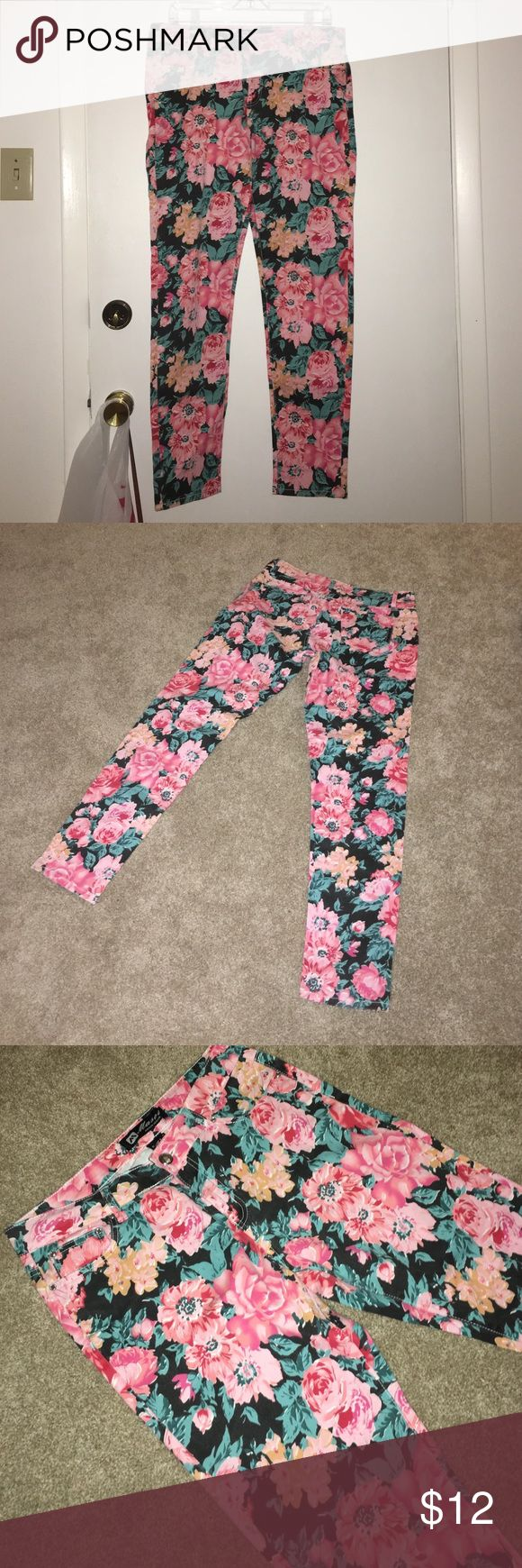 NEW Floral Print Skinny Jeans Brand New!! Never worn!! A floral print pair of skinny jeans that look and feel great! The material is super light, perfect for a Sunday afternoon in the park!! Masoi Jeans Skinny