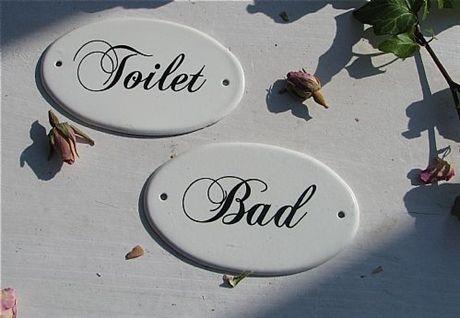 Emaljerade skyltar Toilet och Bad