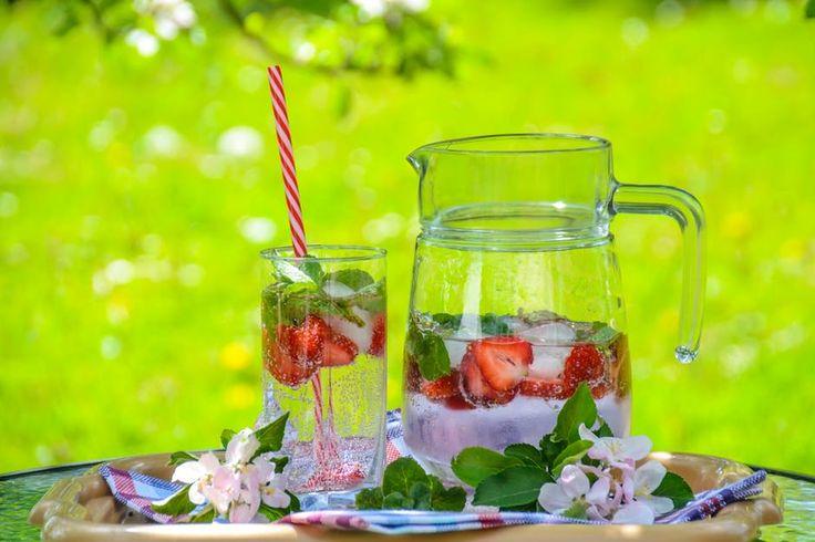 Mooie waterkannen, afsluitstoppers voor op flessen en glazen, alles om heerlijk buiten te genieten van een verfrissend drankje