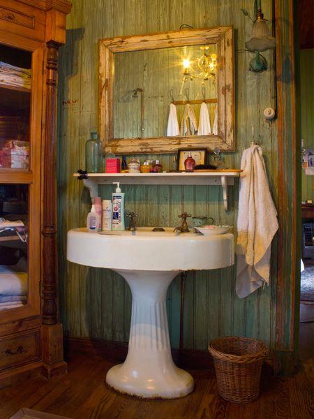 Casa Chaucha » Romance - lovely pedestal basin.