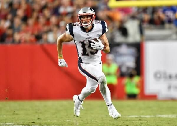 Chris Hogan suffers Week 8 shoulder injury-Dr. Parekh = Patriots WR Chris Hogan suffers Week 8 shoulder injury. Appears to be AC joint injury. Could miss.....
