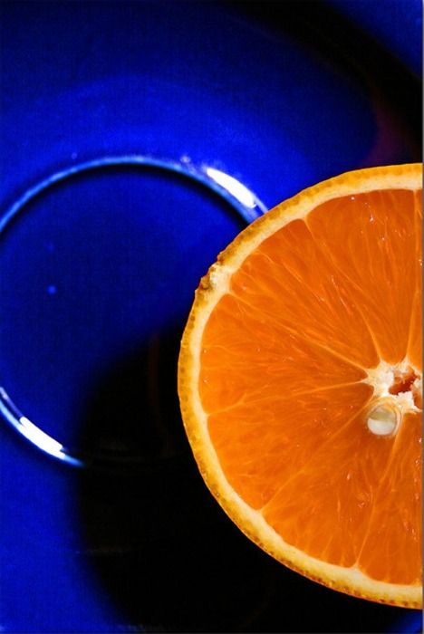 Love the way oranges look on my blue china... ~~ Houston Foodlovers Book Club