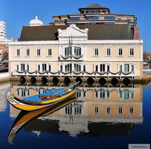 Rio de Aveiro, Portugal by http://www.flickr.com/photos/valentepvz/3060078624/