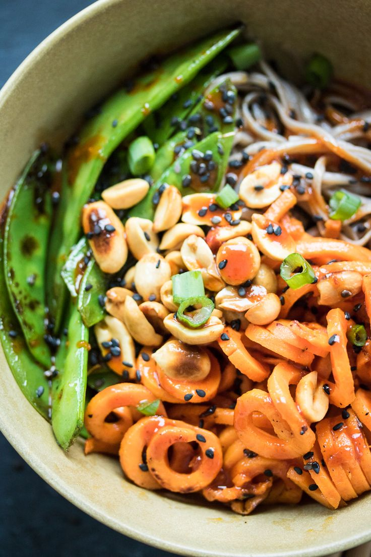 This power bowl is filled with hearty buckwheat noodles, vitamin-rich sweet potato, and fresh snow peas. Top it off with a spicy Korean sauce and lunch is served!